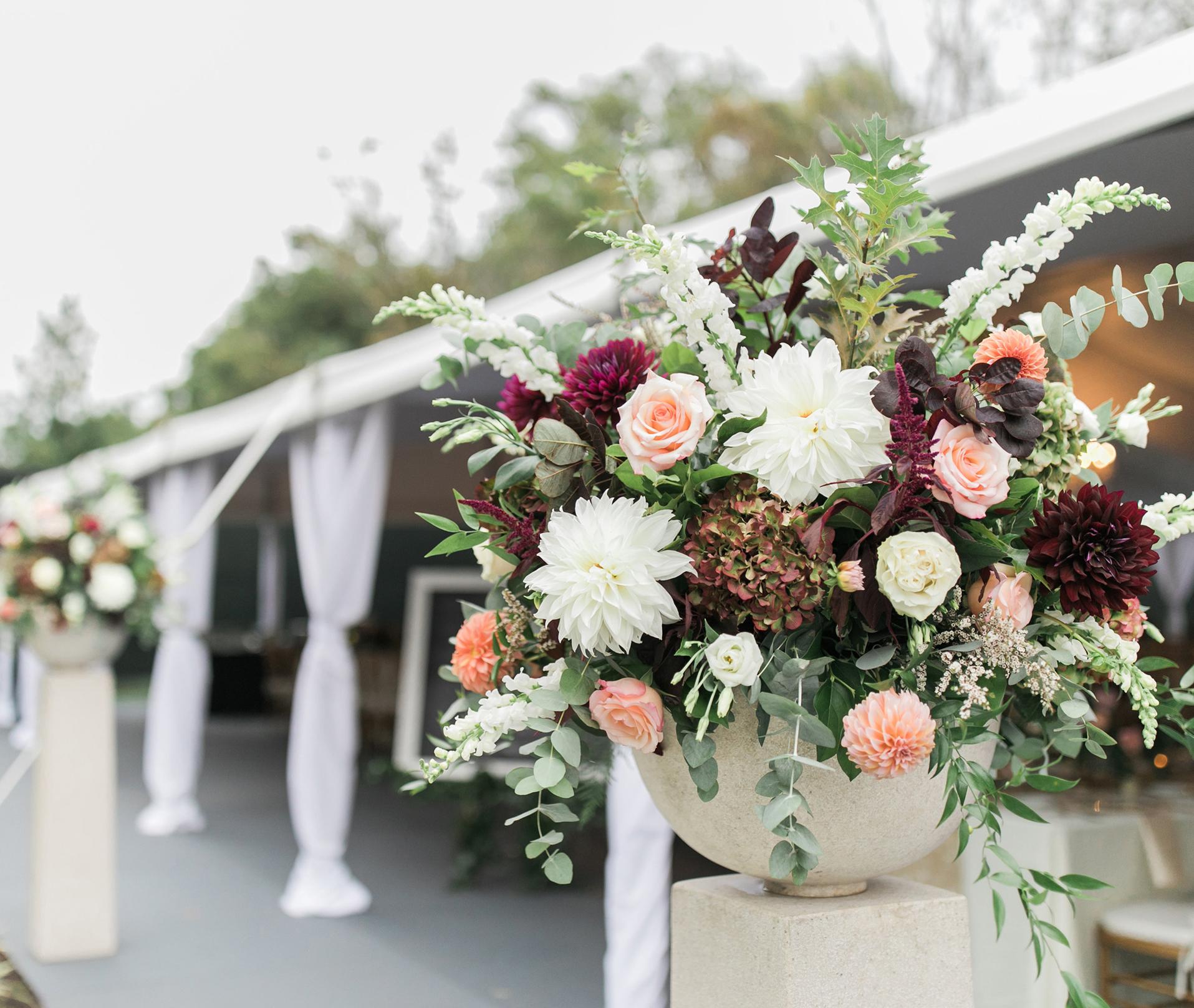 wedding_flowers_reception_autumn_outdoor_tent