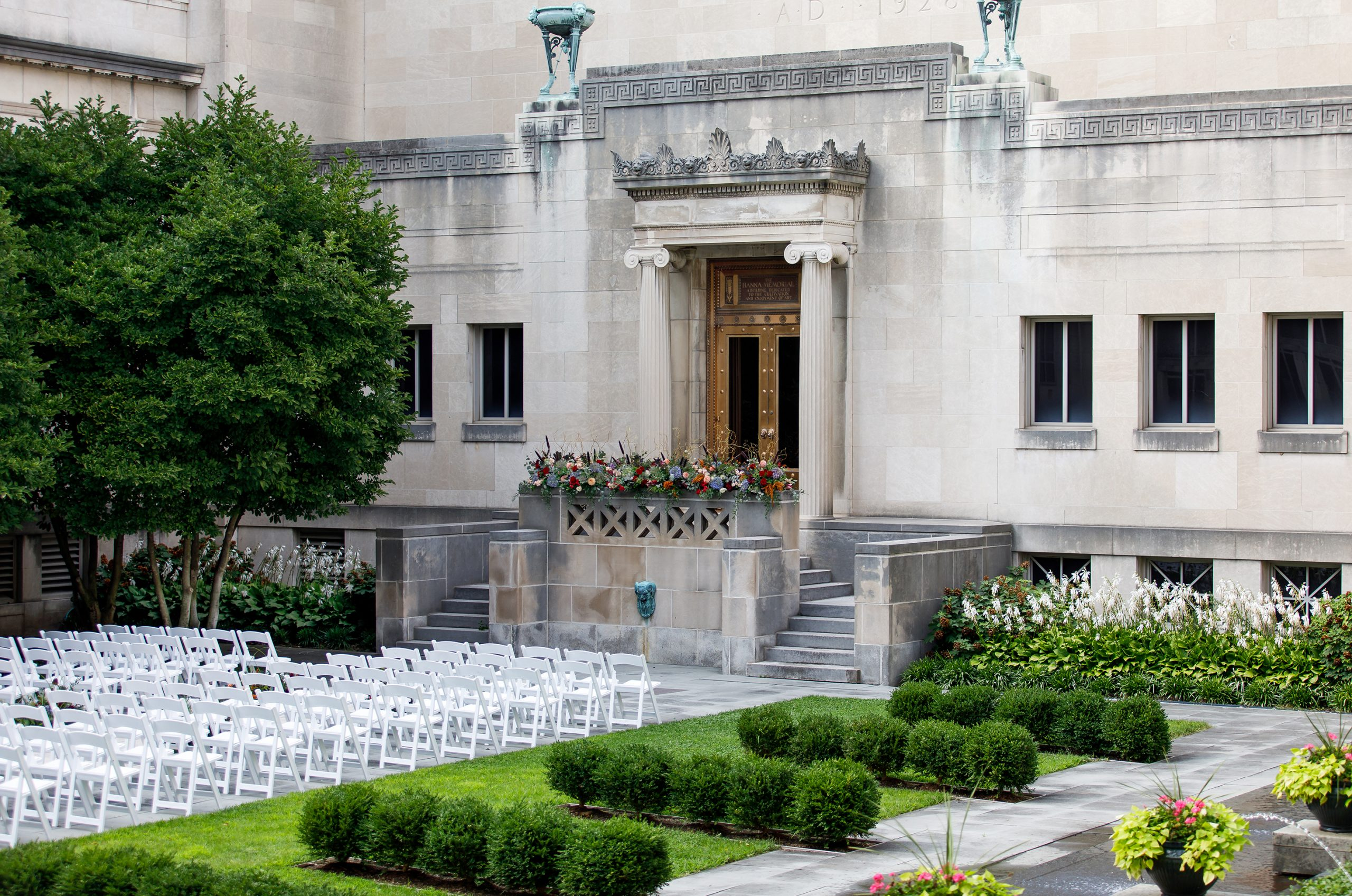 Fall color for wedding ceremony flowers in the outdoor courtyard the CAM, a Cincinnati wedding venue.